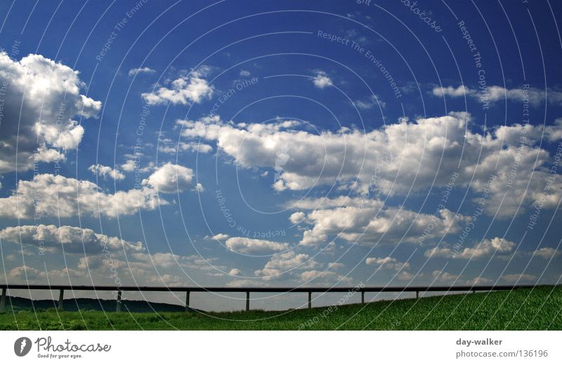 Das ewige Grab ...! Natur Himmel Wolken Straße Wiese Wege & Pfade Feld Beton Brücke Rasen Hügel Autobahn Stahl Bauwerk Verkehrswege