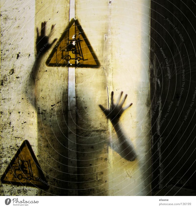 .:I:. Mensch Hand gelb geheimnisvoll Vorhang