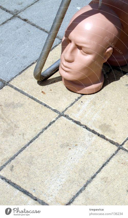 kopf Mann Stadt gelb Straße Tod Kopf grau Angst Haut Beton Bodenbelag gruselig Statue Puppe vergessen kopflos