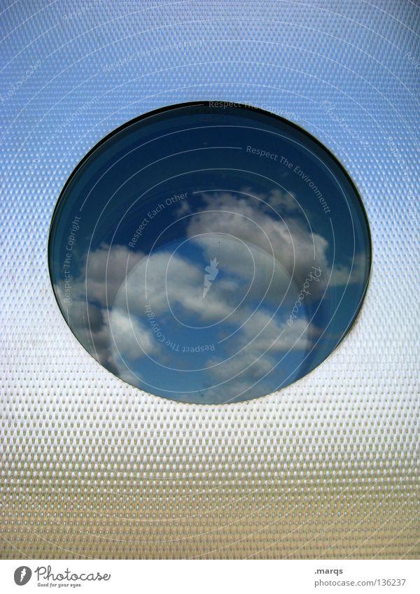 Sommerloch rund Fenster Wand Verlauf Spiegel Reflexion & Spiegelung sommerlich Information Politik & Staat Wolken abstrakt Aussicht Sinnbild Symbole & Metaphern