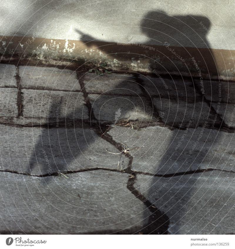 da! geht's lang! Mensch Freude Wand Gefühle springen Wege & Pfade Stein Erde Beine Schuhe Freizeit & Hobby gold groß Finger Bodenbelag Dekoration & Verzierung
