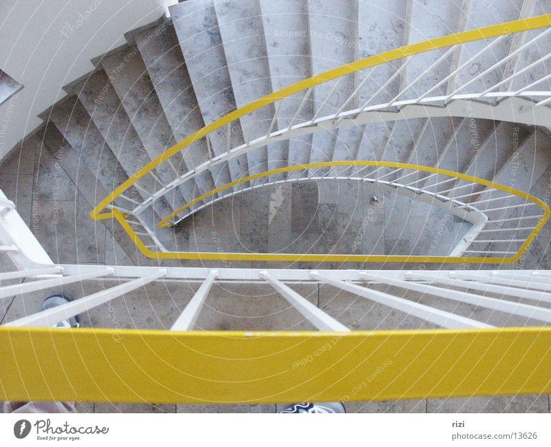 Treppenaufgang Marmorboden Architektur Drei Stockwerke unretouchiert