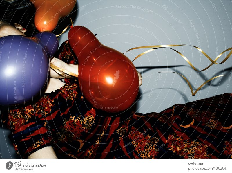 Querdenker Luftballon mehrfarbig 3 Kleid Stoff Muster retro Nostalgie braun zweiteilig Halbmond Blume Märchen mystisch Stil Frau hängen Hintergrundbild