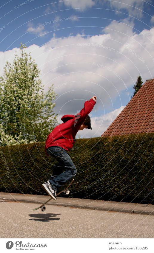 Skate it! VIII - unermüdlich.... Kind Jugendliche blau rot Freude schwarz Straße Sport Junge springen Spielen Bewegung Gesundheit fliegen Aktion Luftverkehr