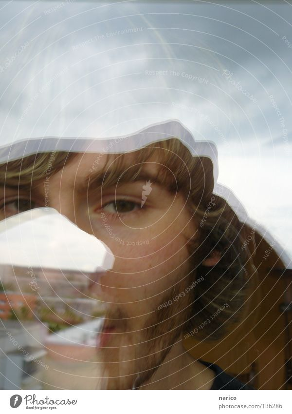 ich sehe was, was du nicht ... Mensch Himmel Mann Jugendliche Wolken Gesicht Auge Haus Fenster Spielen Kopf Haare & Frisuren Erwachsene Haut Glas