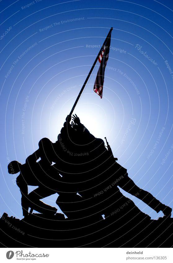 United States Marine Corps War Memorial Mann Sonne blau schwarz Erfolg USA Fahne Amerika Denkmal historisch Krieg Soldat Ehre Schlacht