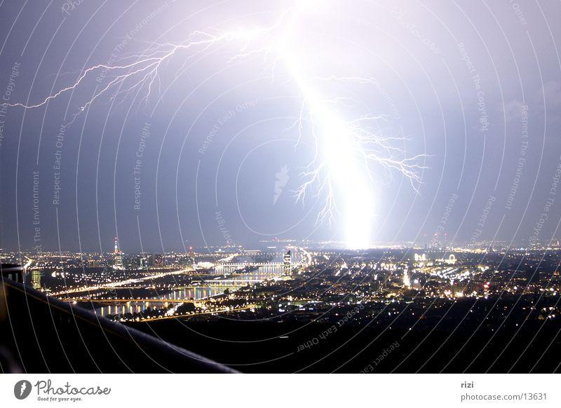 Blitz über Wien Stadt groß Blitze
