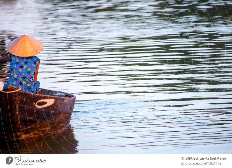 Fischers Fritz fischt frische Fische.. Verkehrsmittel Schifffahrt blau braun grau schwarz Wasser Meerwasser Angeln Frau Kleid Arbeit & Erwerbstätigkeit