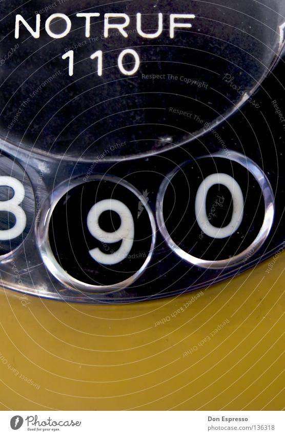 NOTRUF 110 Tod 2 Kommunizieren 3 Telekommunikation Brand Telefon Arzt Hilfsbereitschaft Ziffern & Zahlen 4 5 brennen Desaster Rettung wählen