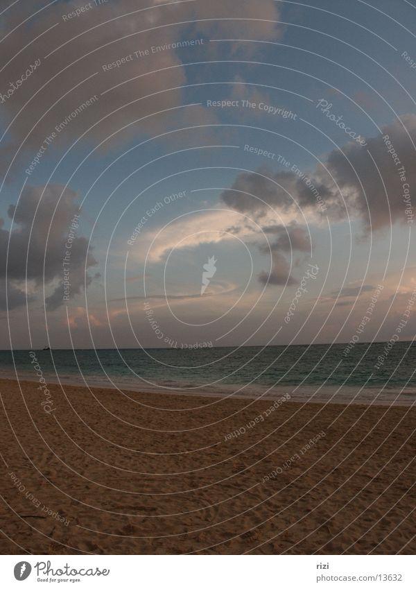 Karibikhimmel bei Sonnenaufgang Dominikanische Republik Meer Wolken Romantik Strand Punta Cana Südamerika Kuba Sand Wasser Himmel