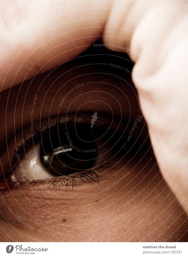 BLICK Furche rosa rot weich Mann maskulin Wimpern Pupille Lied Hand Finger dunkel weiß Leberfleck Frieden Makroaufnahme Nahaufnahme Gesicht Detailaufnahme