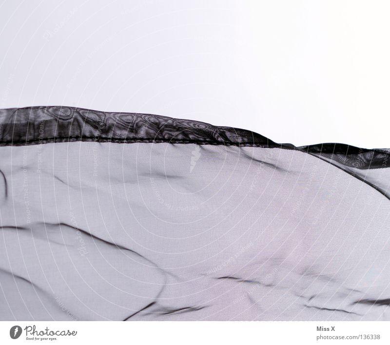 Moiré II Farbfoto Schwarzweißfoto Schlafzimmer Stoff Vorhang Seide gewebt durchsichtig Falte Moiré-Effekt bügeln Knitter grau Furchen Knitterfalten