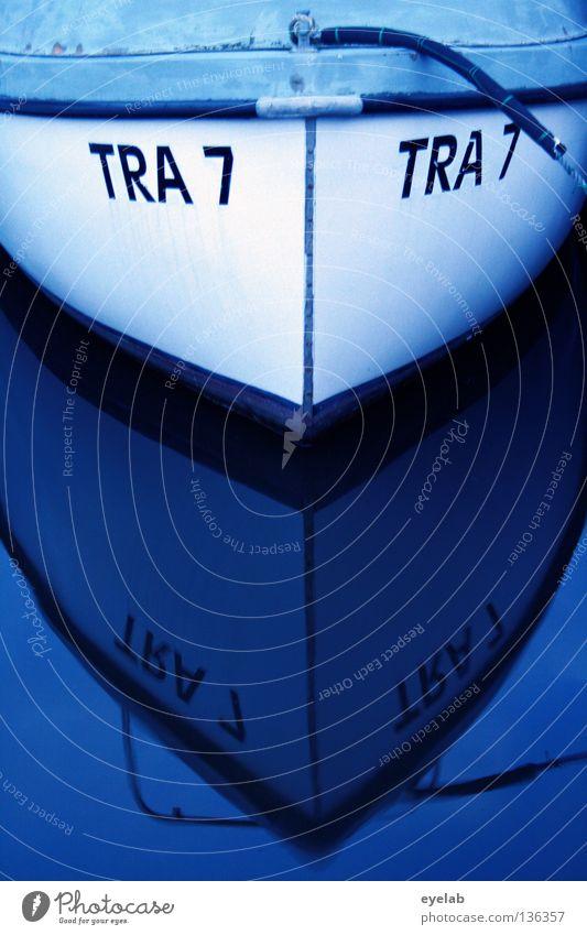 4x TRA 7 Wasserfahrzeug Jolle Schiffsbug verankern Liegeplatz Reflexion & Spiegelung Reling weiß Feierabend Fischerboot Küste Anker Arbeit & Erwerbstätigkeit