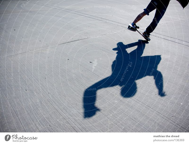 CASPER Mensch Mann Sommer Sport dunkel Stil Stein Gesundheit Beton Aktion stehen Bodenbelag Skateboarding gefroren Dynamik sportlich
