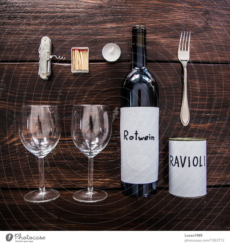 Candle Light Dinner - Super Still Life Suppe Eintopf Ravioli Dose Ernährung Essen Abendessen Festessen Picknick Wein Rotwein Weinglas Gabel Dosenöffner