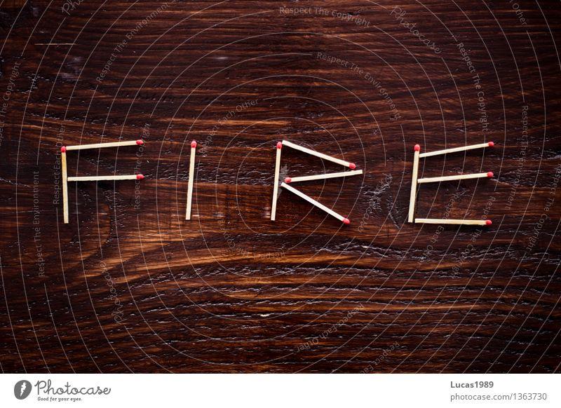 FIRE - Super Still Life Holz Schneidebrett Holztisch Streichholz Feuer Brand Buchstaben Typographie Ordnung Anordnung schreiben heiß Super Stillleben zündeln