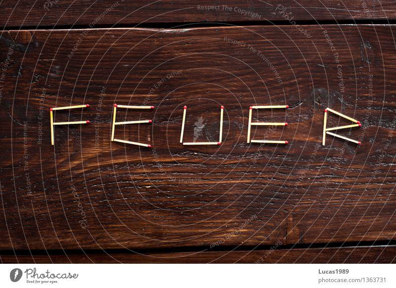 Feuer - Super Still Life Streichholz Brand Holz Holztisch Holzbrett brennen Ordnung Schriftzeichen dunkel Buchstaben Super Stillleben zündeln Farbfoto