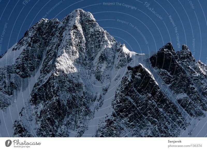 Grossglockner... :) Österreich Großglockner Gipfel Winter Hochgebirge Berge u. Gebirge Schnee Felsen Blauer Himmel Schneebedeckte Gipfel Steilwand steil
