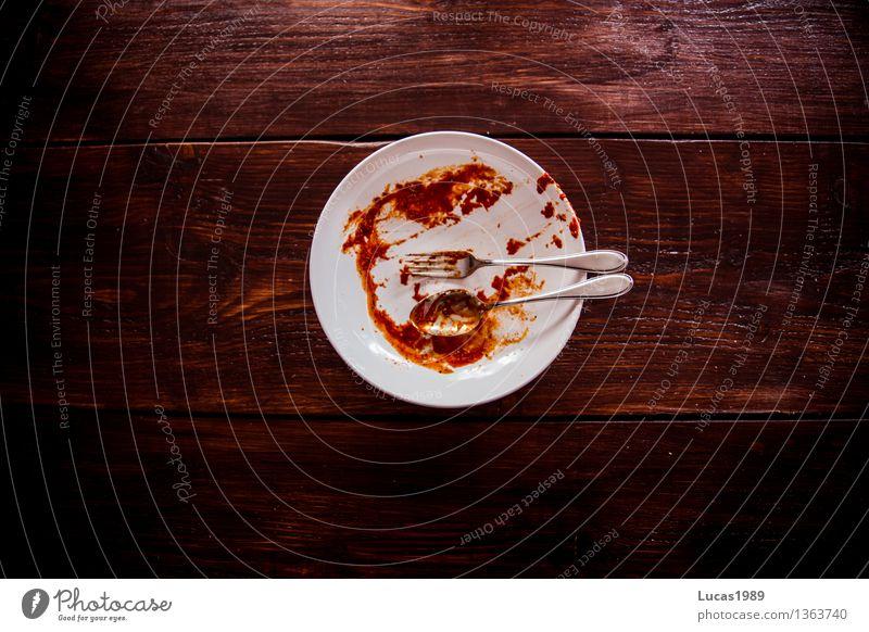 Mahlzeit - Super Still Life Lebensmittel Nudeln Spaghetti Tomate Tomatensauce Saucen Geschirrspülen Teller Besteck Gabel Löffel dreckig Sauberkeit Reinigen