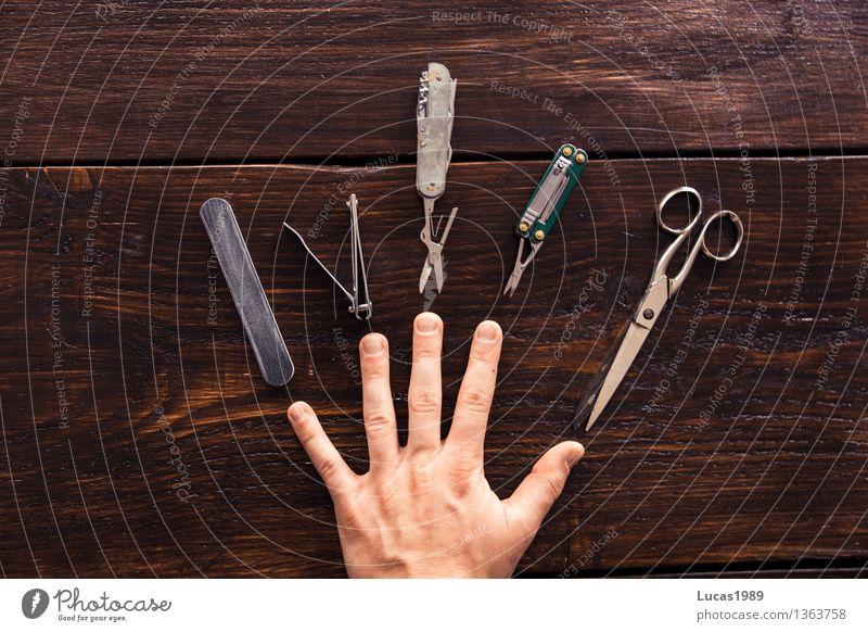 Beauty - Super Still Life schön Körperpflege Maniküre Pediküre Kosmetik Nagellack Haut Hand Finger Fingernagel wählen gebrauchen braun Holzbrett Holztisch Feile