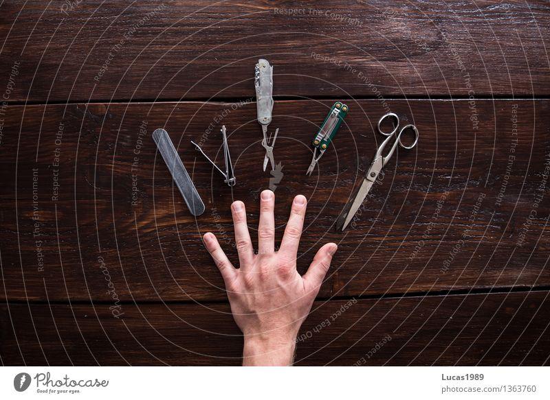 Maniküre - Super Still Life schön Körperpflege Haut Kosmetik Nagellack Schere Feile Nagelfeile Nagelknipser Klappmesser Hand Finger Fingernagel Holz Holzbrett