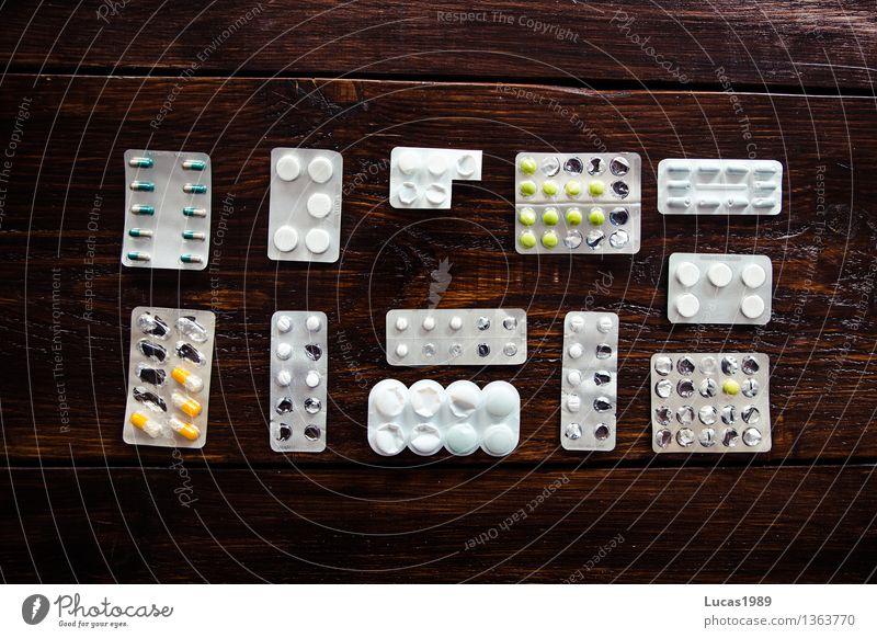 Erkältung weiß Gesunde Ernährung Gesundheit Gesundheitswesen braun Ordnung Krankheit Medikament Holzbrett silber Krankenhaus Alternativmedizin Holztisch sortieren Krankenpflege Tablette