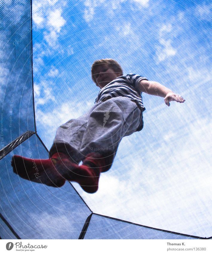 Down Under III Kind Freude Spielen Junge springen Bodenbelag Sicherheit Netz Versicherung Fangnetz hüpfen Salto Trampolin Akrobatik