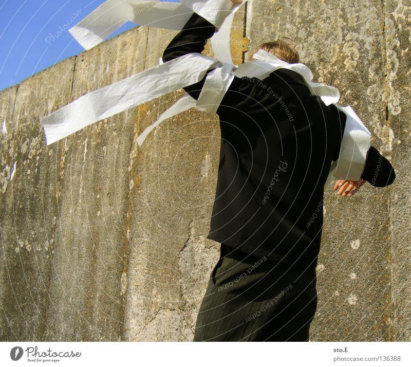 wirres zeug pt.3 Mensch Himmel Mann blau Wolken Wand Wind Papier verfallen skurril dumm obskur Typ Sonnenbrille wehen schlechtes Wetter