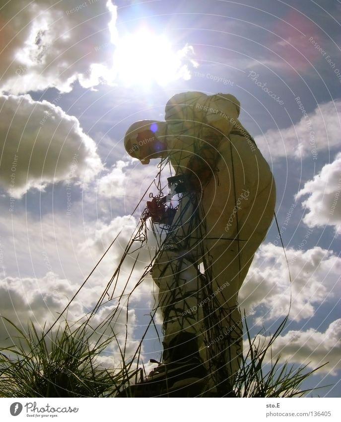 TAPE 3000 - ausreißer Musikkassette Tonband Tonträger Seite diagonal Kerl Mann maskulin Unsinn Wolken schlechtes Wetter Seil Luft Schnur Brille Sonnenbrille