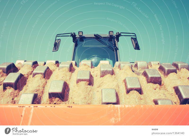 Karli macht das Rennen blau Umwelt Arbeit & Erwerbstätigkeit orange dreckig Perspektive groß einfach Industrie Baustelle stark Wirtschaft Dienstleistungsgewerbe