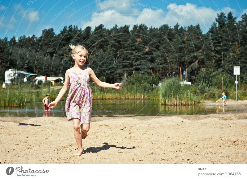 Glückskind Mensch Kind Natur Ferien & Urlaub & Reisen Sommer Freude Wald Bewegung See Sand Freizeit & Hobby blond Kindheit Fröhlichkeit laufen