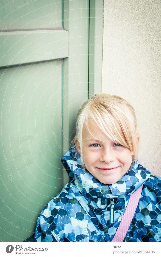 Lieb guggn Lifestyle Freude Gesicht Gesundheit Kind Mensch feminin Mädchen Kindheit Kopf Mund 8-13 Jahre Herbst Wetter Mode Bekleidung Jacke blond Lächeln