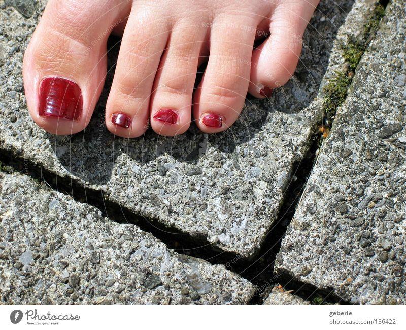 Zehengruss Frau grün rot Sommer Freude feminin oben grau Fuß Haut Beton 5 leicht Zehen Fuge Dreieck