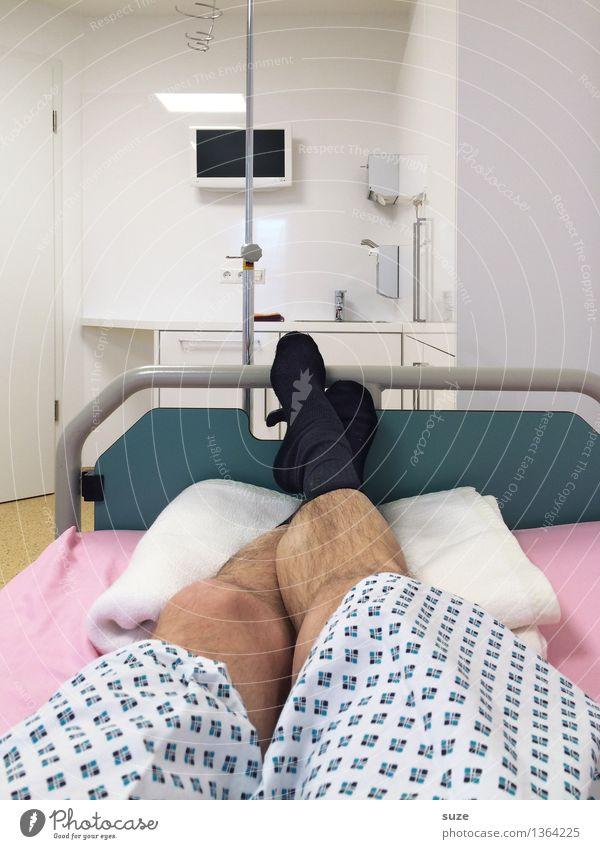 Die Socken bleiben an ... Gesundheit Gesundheitswesen Behandlung Krankenpflege Krankheit Bett Krankenhaus Dienstleistungsgewerbe Beine Fuß Strümpfe liegen