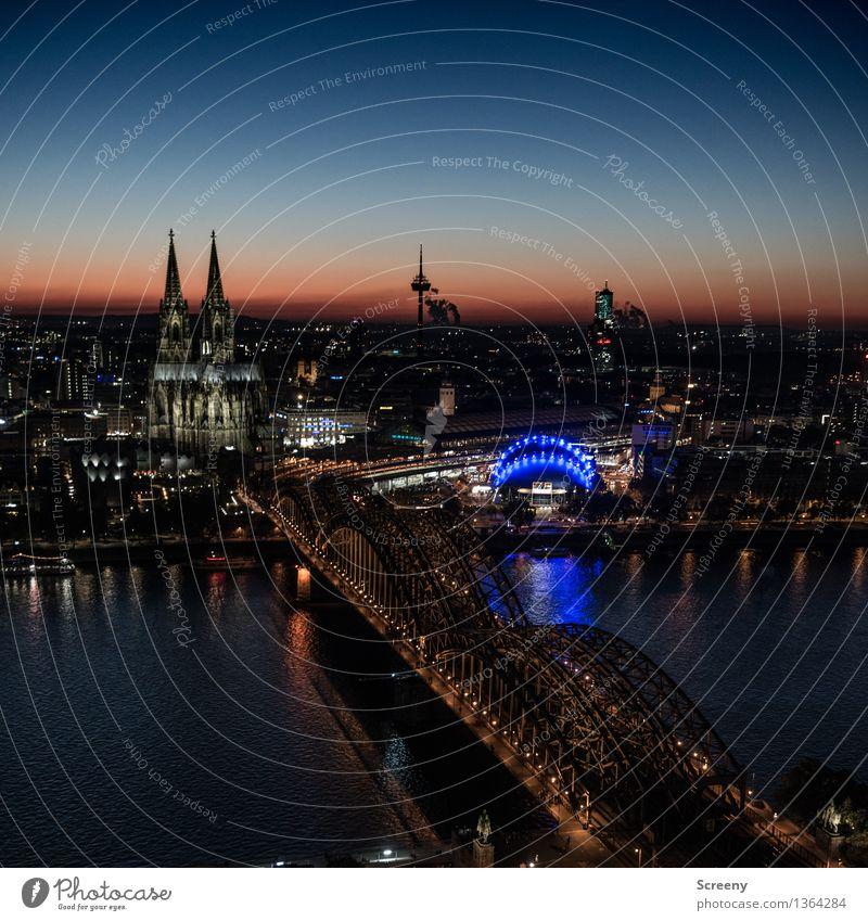 Licht an, Kölle... Landschaft Himmel Wolkenloser Himmel Horizont Schönes Wetter Fluss Rhein Köln Deutschland Europa Stadt Stadtzentrum Skyline Haus Kirche Dom