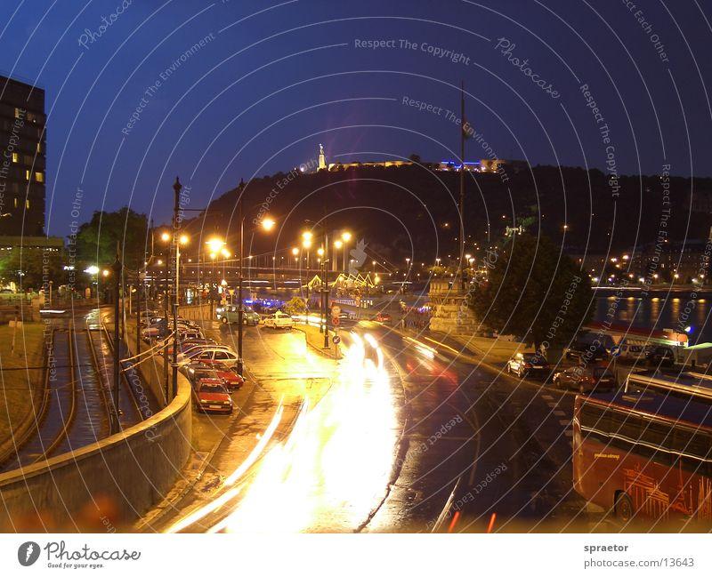 Budapester Nachtleben Licht Belichtung Stadt Europa Nachleben PKW Straße Ungar Hauptstadt