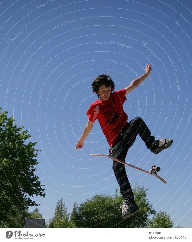 big jump! II Kind Jugendliche Freude Sport springen Bewegung Gesundheit Erfolg Aktion Freizeit & Hobby Skateboarding sportlich aufwärts Funsport