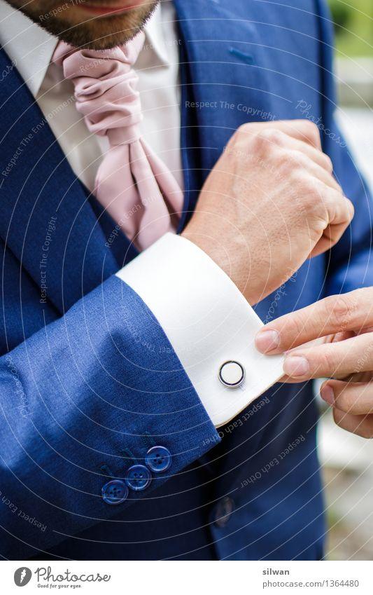 Gentleman - Bräutigam im Anzug Hochzeit maskulin Junger Mann Jugendliche Hand Finger 1 Mensch 18-30 Jahre Erwachsene Hemd Accessoire glänzend elegant Erfolg