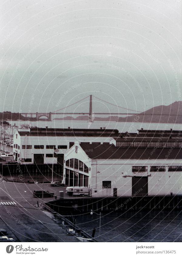 Frisco Himmel Hügel Bucht San Francisco USA Hafen Brücke Gebäude Architektur Sehenswürdigkeit Wahrzeichen Golden Gate Bridge Straße Vergangenheit Lagerhalle