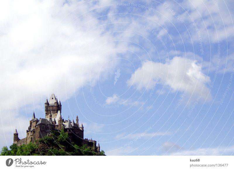 Cochem Wolken Schwert Hexe Hexenverbrennung Kräuterhexe Mosel (Weinbaugebiet) Festung kalt Ferien & Urlaub & Reisen Zinnen Himmel Gemäuer Mauer Burgturm