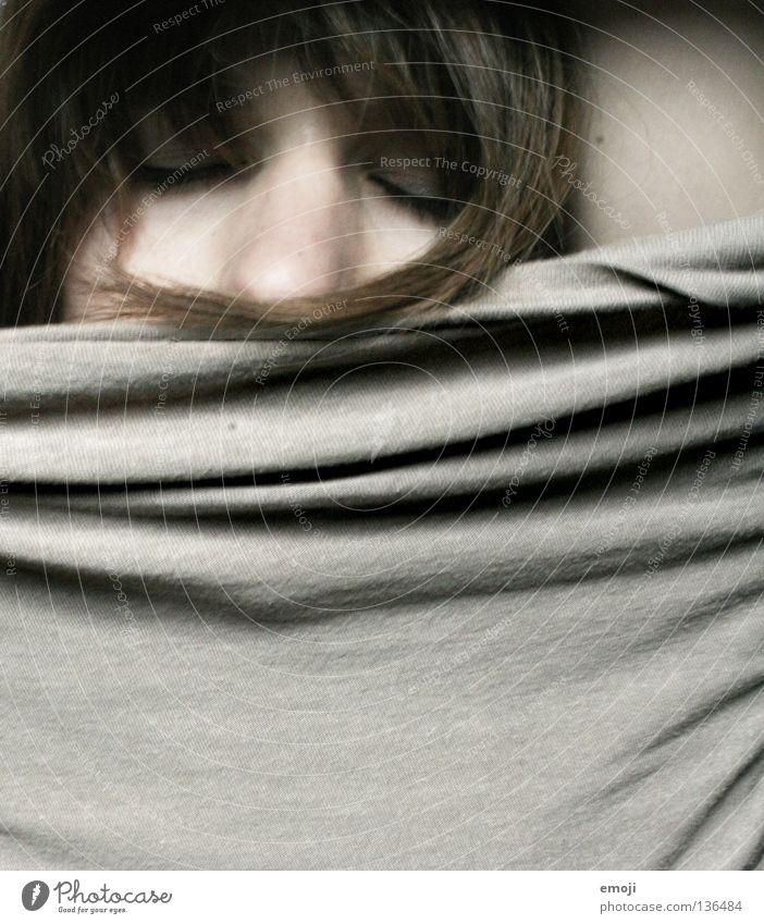 sleeping I Frau Jugendliche Gesicht grau Haare & Frisuren braun Nase schlafen geschlossen trist Stoff Müdigkeit Langeweile Textilien flau Baumwolle