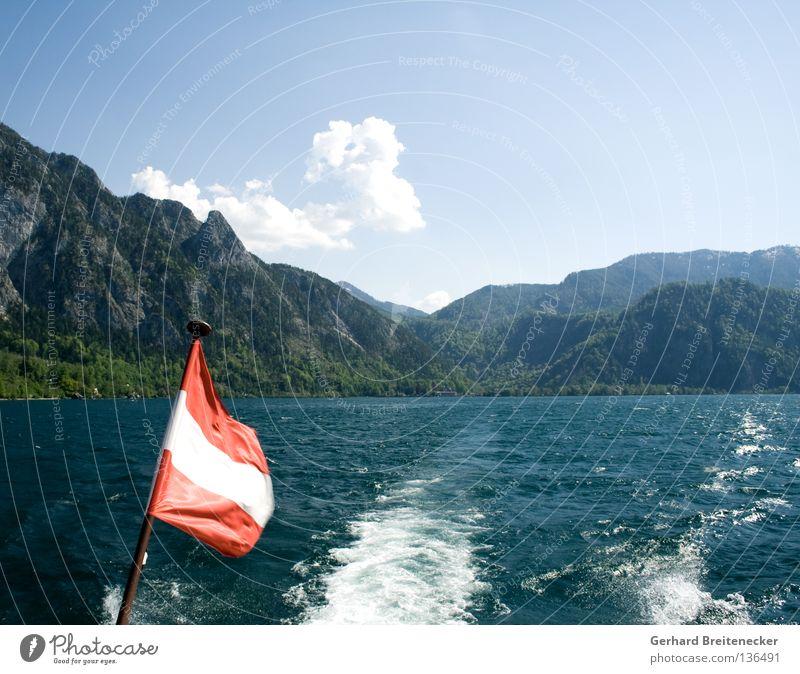 Sprottenlosigkeit 1 Österreich Fahne weiß rot-weiß-rot See Attersee Schifffahrt Wasserfahrzeug Bootsfahrt Bundesland Oberösterreich Sommer