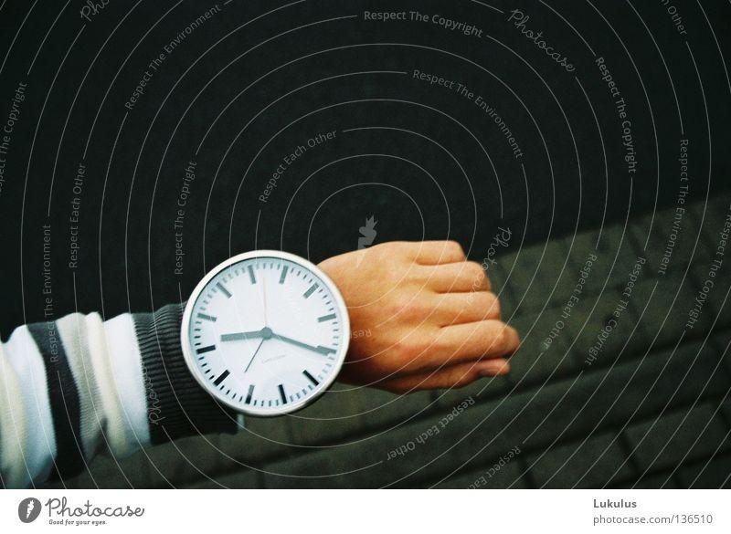 Time won´t wait Morgen Uhr Arbeit & Erwerbstätigkeit Business Arme Pullover Ferien & Urlaub & Reisen Blick warten groß trendy neu rund seriös grau silber weiß