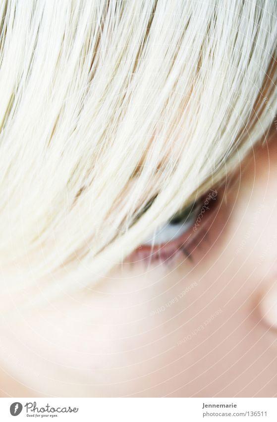 Blonde Frau Gesicht Haare & Frisuren blond Pony