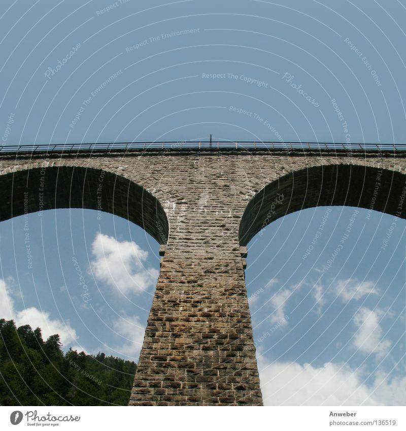 Ravenna-Viadukt im Scharzwald Eisenbahnbrücke veraltet Sommer Tourismus Urlaubsort Mauer Deutschland Baden-Württemberg Schwarzwald Altertum historisch Wolken
