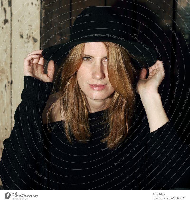 mit Hut Junge Frau Jugendliche Haare & Frisuren Gesicht Sommersprossen rothaarig langhaarig Kommunizieren ästhetisch außergewöhnlich schön einzigartig