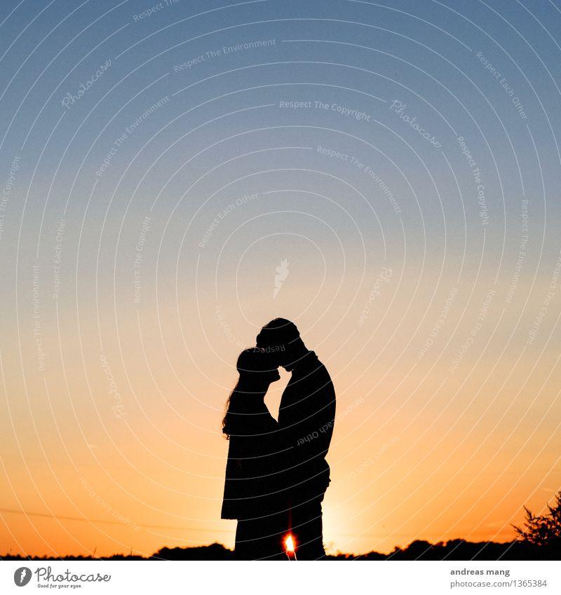 #293 Paar Partner berühren festhalten Umarmen Zusammensein nah Glück Lebensfreude Frühlingsgefühle Akzeptanz Vertrauen Sicherheit Schutz Geborgenheit Einigkeit