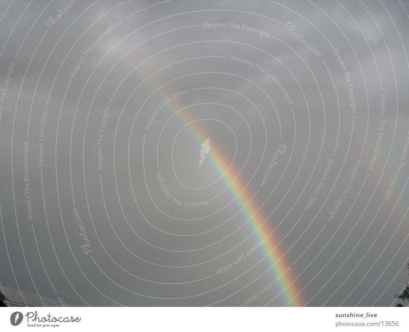Rainbow Wolken Regen Unwetter Regenbogen Spektralfarbe dunkle Wolken