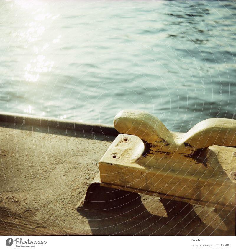 Anleger Anlegestelle weich Wellen Ponton Festmacher Wasserfahrzeug Tourist ruhig Sommer Wellengang Lomografie Mittelformat Hafen klampe Sonne Elbe Seil