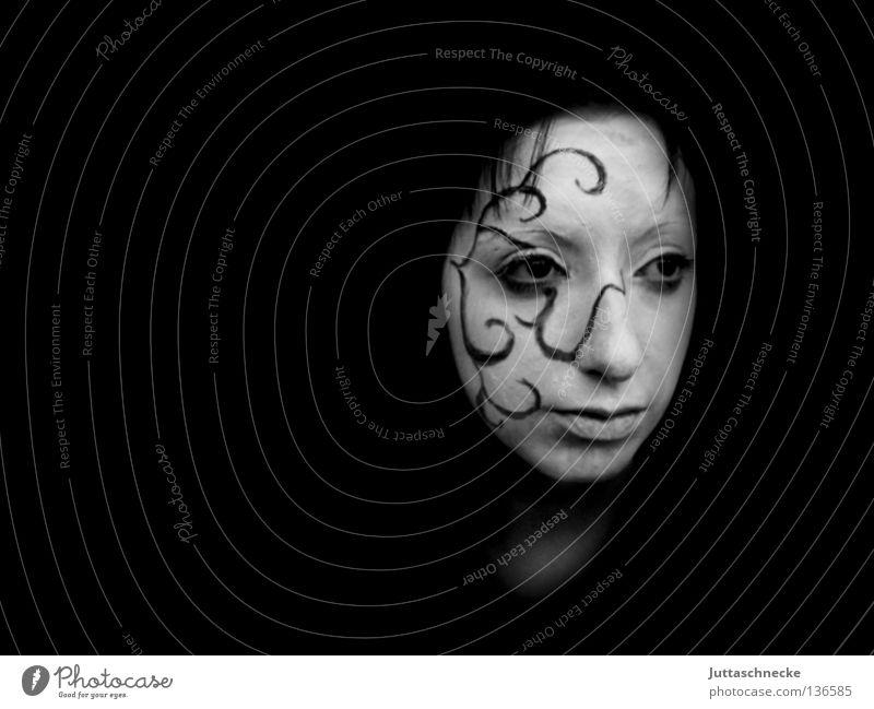 Traum und Wirklichkeit Frau weiß Traurigkeit träumen Trauer Kommunizieren Maske Theaterschauspiel Schminke ernst bemalt Ranke Elfe geschminkt Pantomime